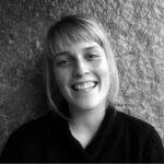 Katrine Madsen: læser Nordisk sprog og litteratur med særlig interesse for litteraturhistorien og svenske og norske forfattere. Litteraturen er fantastisk, fordi den på en måde er et studie og en udforskning i andre menneskers bevidsthed og livsopfattelser, og selve dét er et enormt berigende og udbytterigt hav at kaste sig ud i. Udover litteraturen holder jeg meget af at lave mad, gå ture i naturen og især mindful yoga, der kan gøre mig helt blød i knæene.