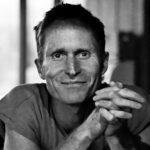 Peter Høeg er mag.art i litteraturvidenskab, forfatter og underviser i mødepunktet mellem kreativitet, meditation og empati. Han har en baggrund indenfor sport og dans som han inddrager i sin undervisning. Foto: Henrik Saxgren