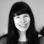 Hanneli Ågotsdatter er cand. arch., psykoterapeut, meditations- og yogalærer. Hun underviser i det forskningsbaserede program mindfulness-baseret stressreduktion (MBSR) og vejleder unge og voksne, individuelt og i grupper, i empati- og nærværstræning og kreative processer. Hanneli har mange års erfaring som underviser ved Kontemplations retreats, og sidder selv regelmæssigt i længerevarende retreats. Hun modtager vejledning af Jes Bertelsen ved Vækstcenteret i Nørre Snede.