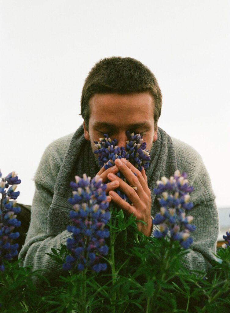 Lasse og blomsterne